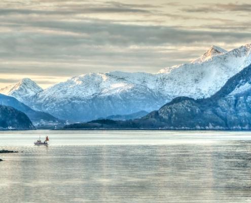 Paysage montagne et neige et mer