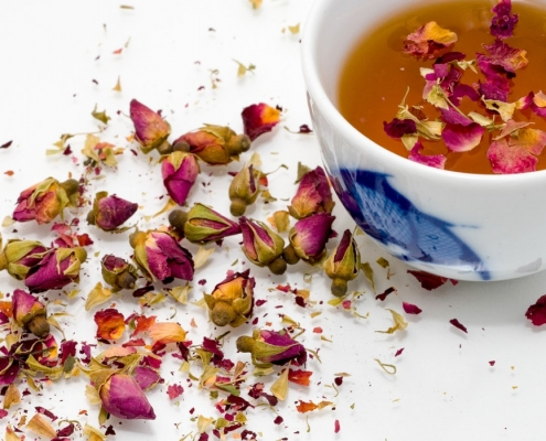 tasse de thé avec des fleurs